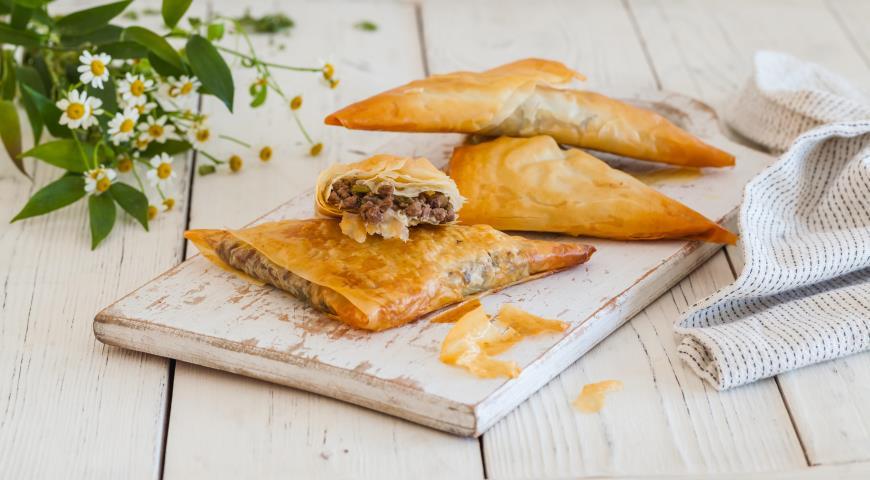 Хрустящие пирожки с мясной начинкой, пошаговый рецепт с фото