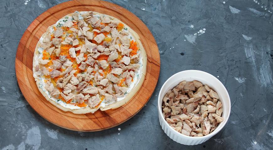 Фото приготовления рецепта: Блинный торт с курицей и грибами , шаг №9