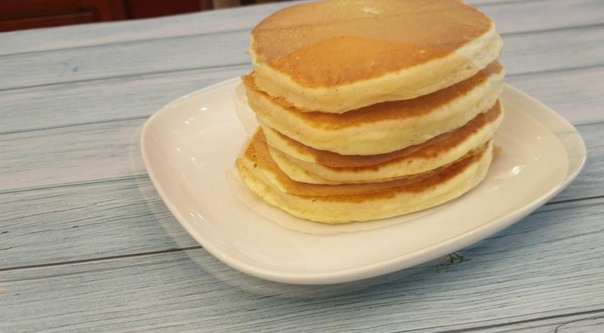 Фото приготовления рецепта: Американские панкейки, шаг №9