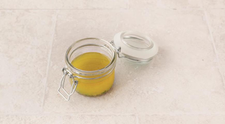Фото приготовления рецепта: Салат из запеченной свеклы и адыгейского сыра, шаг №4