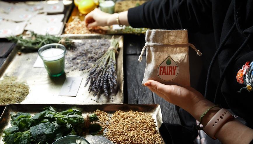 Fairy представило коллекцию с натуральными маслами и в перерабатываемой упаковке