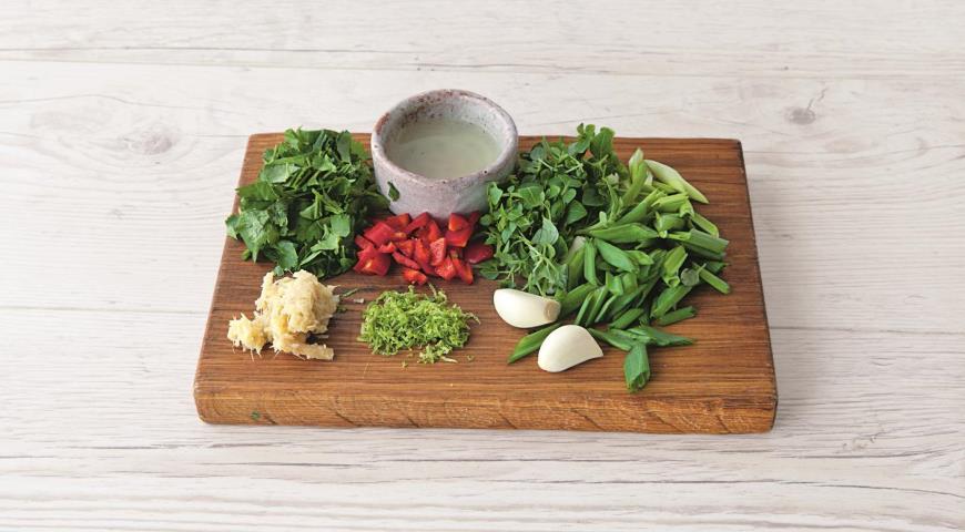 Фото приготовления рецепта: Зеленое тайское карри из курицы, шаг №2