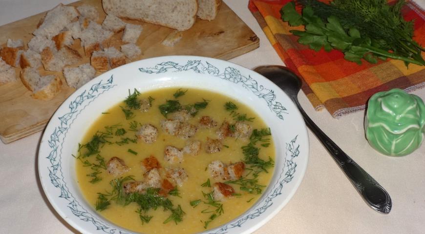 Фото приготовления рецепта: Горохово-овощной суп с сухариками, шаг №14