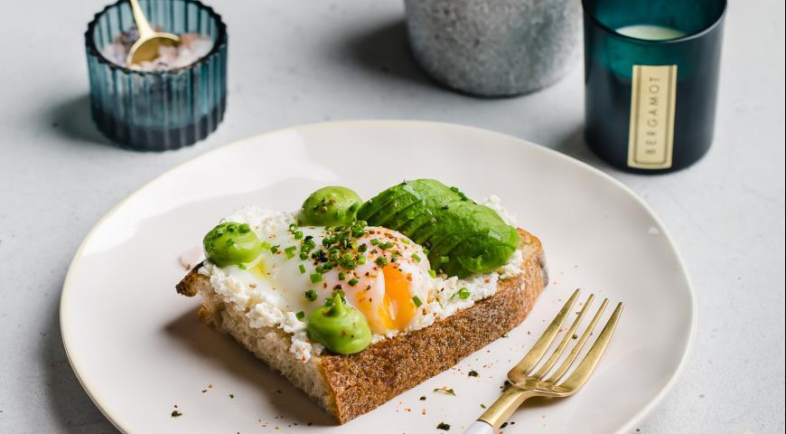 Тост с авокадао, рикоттой и яйцом, пошаговый рецепт с фото