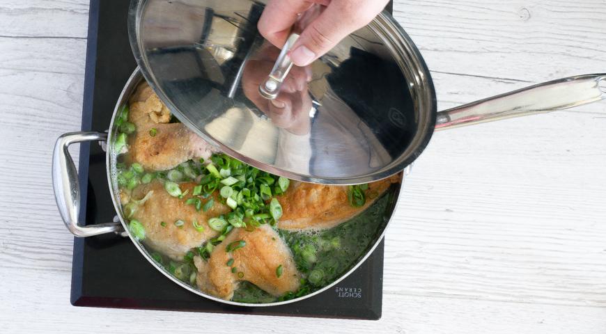 Курица, тушеная в сметане, пошаговый рецепт с фото