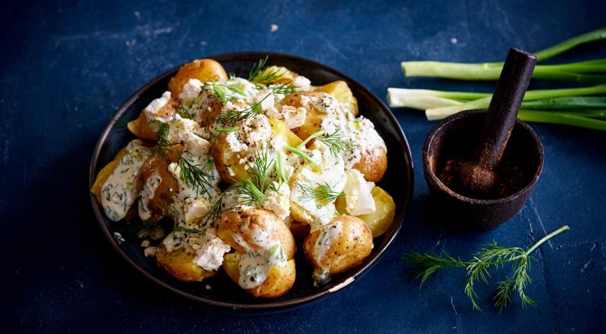 Молодой картофель с заправкой из брынзы, пошаговый рецепт с фото