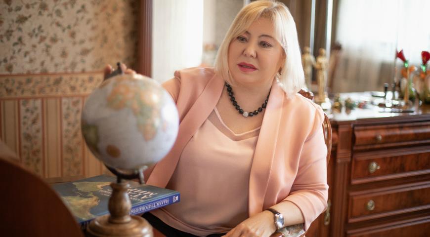 Астролог Никишина