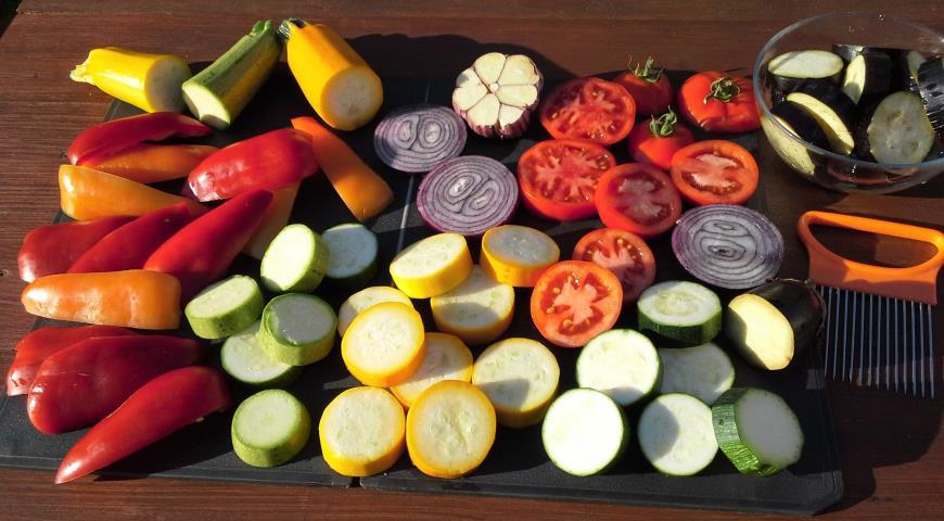 Овощи-гриль с ароматной заправкой, подготовить овощи