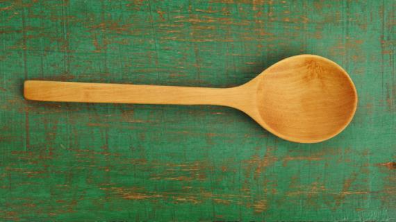 Профессиональный совет по очистке деревянных ложек и лопаток, который может вас шокировать