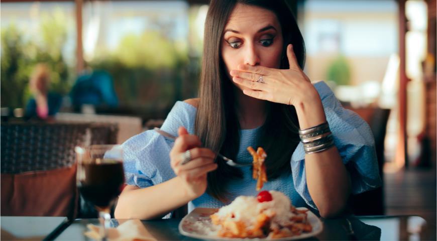 Эксперты рассказали, какие блюда опасно заказывать в ресторане