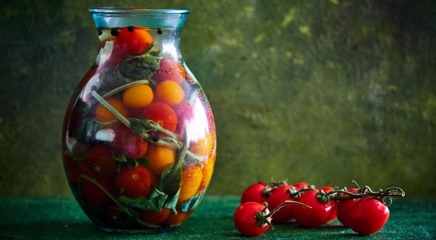Соленые помидорчики с базиликом, пошаговый рецепт с фото