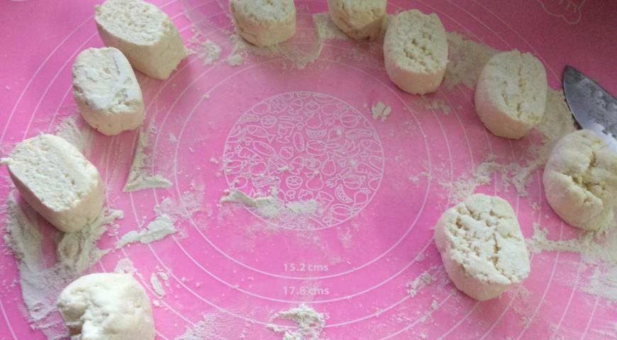Фото приготовления рецепта: Сырники, шаг №4