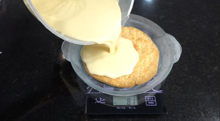 Фото приготовления рецепта: Тыквенный пирог с творогом, шаг №4