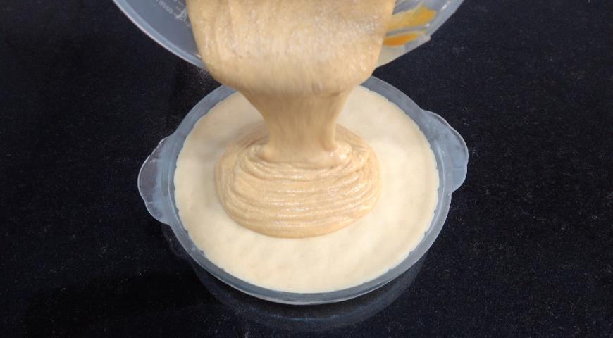 Фото приготовления рецепта: Тыквенный пирог с творогом, шаг №5