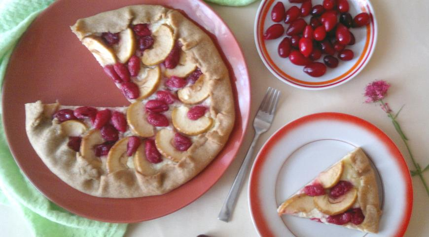Фото приготовления рецепта: Галета с творогом, яблоками и кизилом, шаг №14