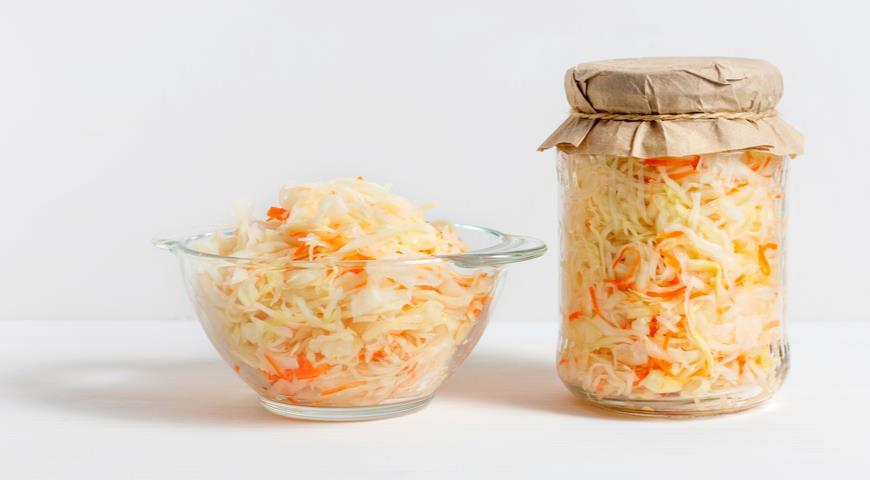 8 достойных рецептов квашеной капусты в банке и советы, как квасить капусту, чтобы она хрустела, была сочной и не портилась