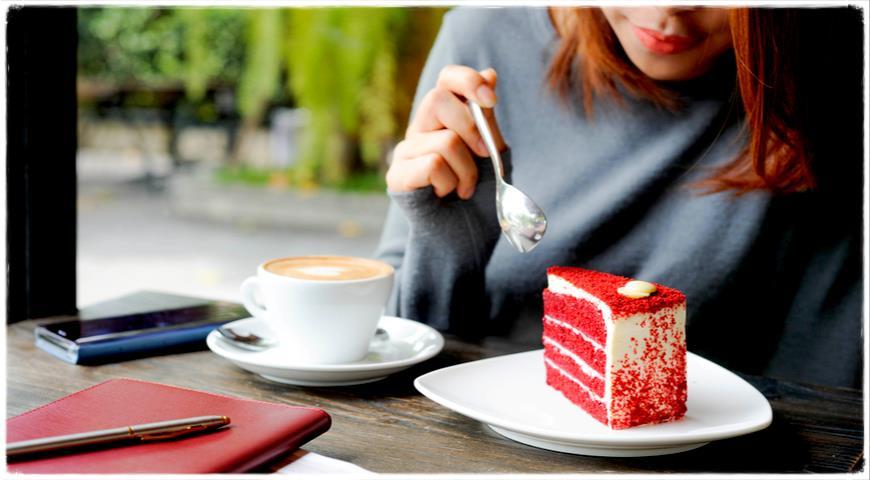 """Ровный и красивый торт """"Красный бархат"""" со сливочным кремом"""