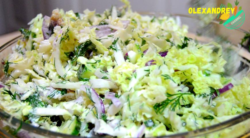 Салат с сельдью, пекинской капустой и огурцами, пошаговый рецепт с фото