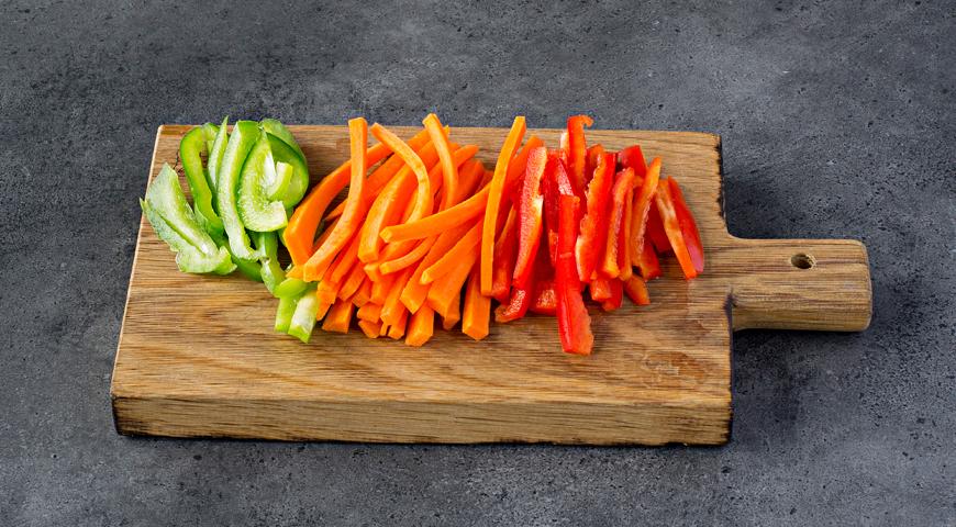 Рулетики из лосося с овощами, пошаговый рецепт с фото