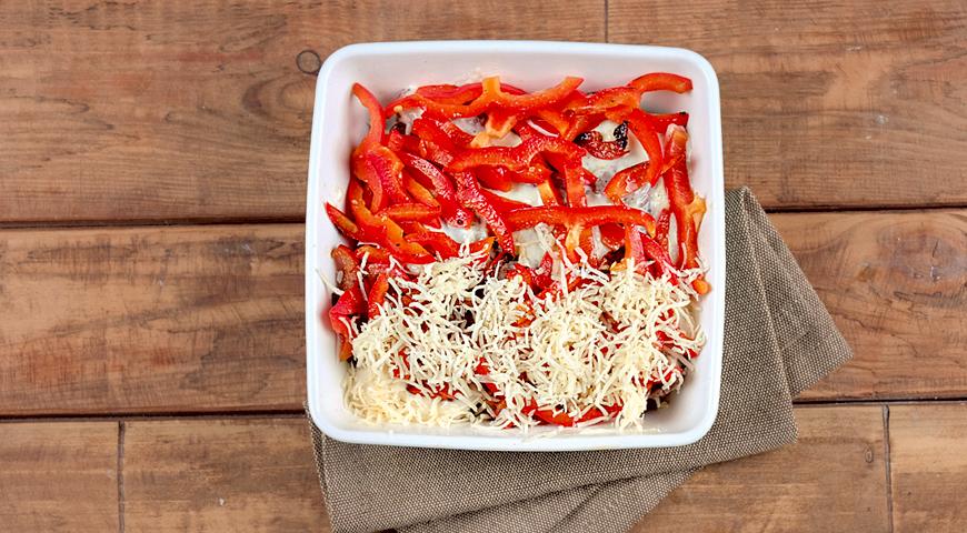 Фото приготовления рецепта: Праздничная телятина  с сыром и овощами, шаг №6