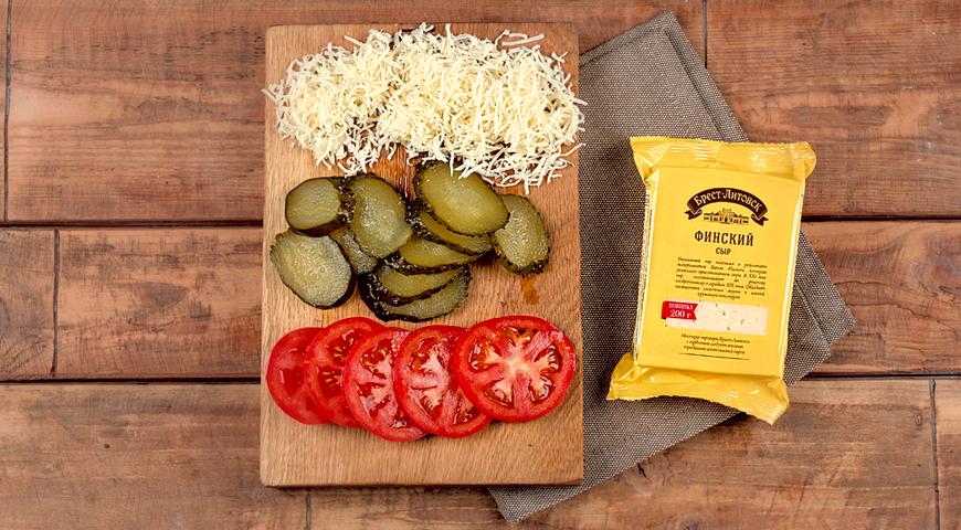 Фото приготовления рецепта: Праздничная телятина  с сыром и овощами, шаг №5