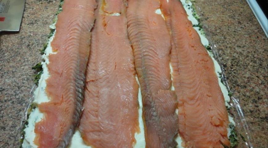 Рулет с лососем и зеленью, пошаговый рецепт с фото