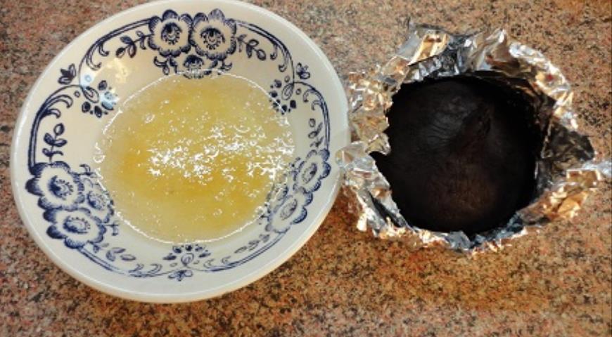 Фото приготовления рецепта: Канапе с сельдью и муссом из свеклы, шаг №1