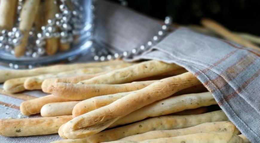 Гриссини с ароматными травами, пошаговый рецепт с фото