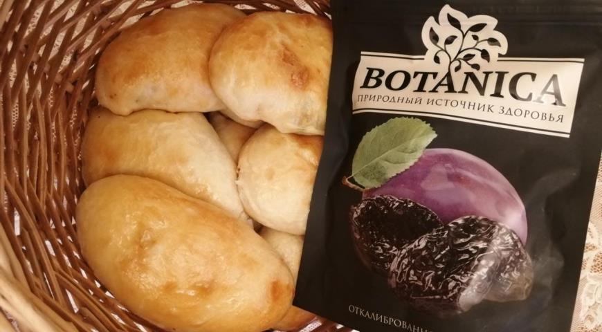 Пирожки с черносливом из дрожжевого теста, пошаговый рецепт с фото