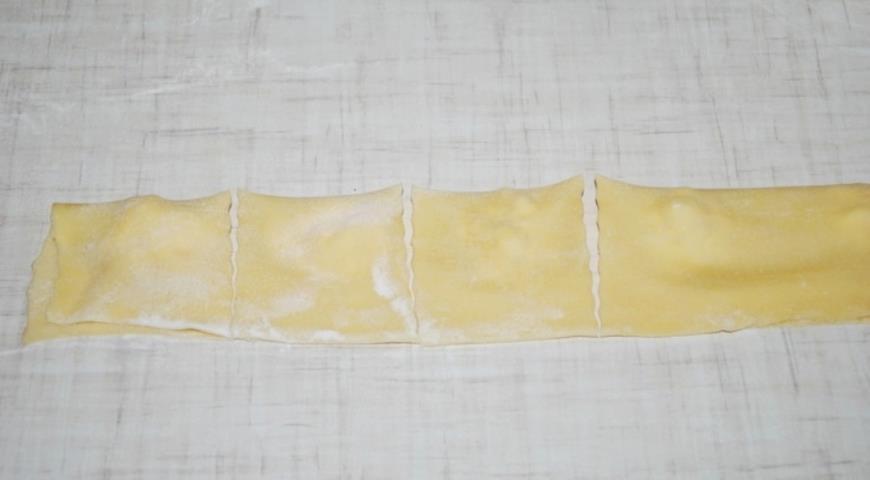 Равиоли с креветками в соусе из белого вина, пошаговый рецепт с фото