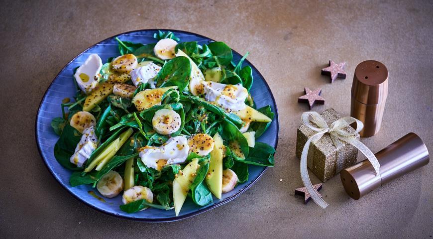 Салат с бананами, козьим сыром и горчичной заправкой, пошаговый рецепт с фото
