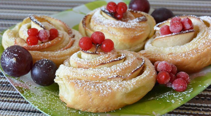 Яблочные розочки из слоёного теста, пошаговый рецепт с фото
