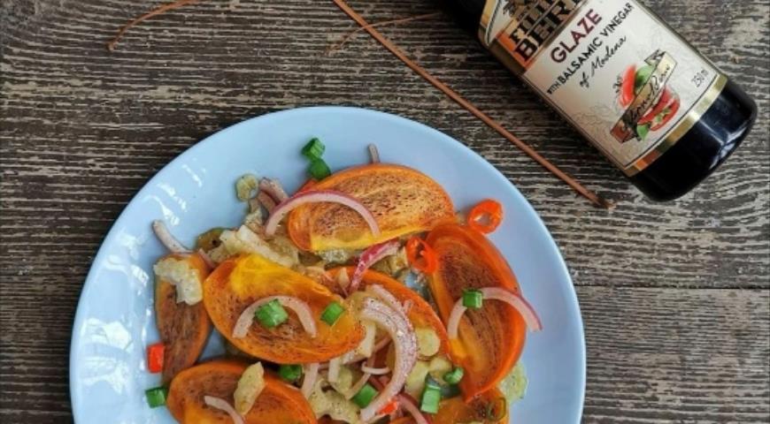 Салат из хурмы с красным луком и сельдереем , пошаговый рецепт с фото