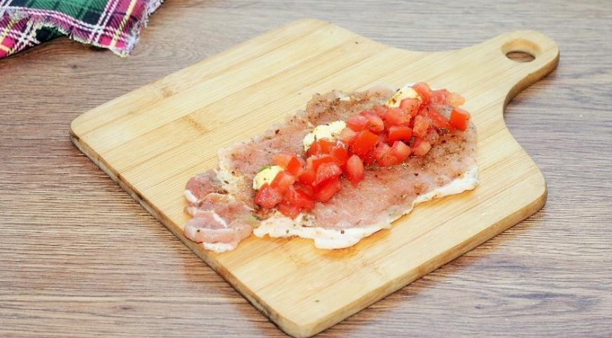 Фото приготовления рецепта: Свинина с грибами в хрустящей корочке, шаг №5