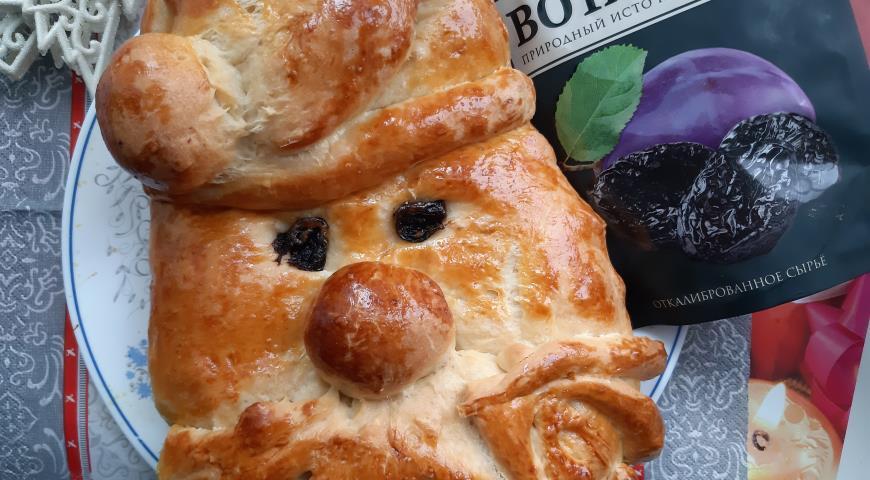 Пирог с творогом и черносливом Дед Мороз, пошаговый рецепт с фото