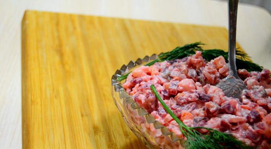 Фото приготовления рецепта: Сельдь под шубой. Быстрый способ приготовления, шаг №6