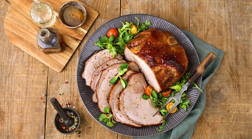 Свиной окорок, запеченный в соевой глазури, пошаговый рецепт с фото