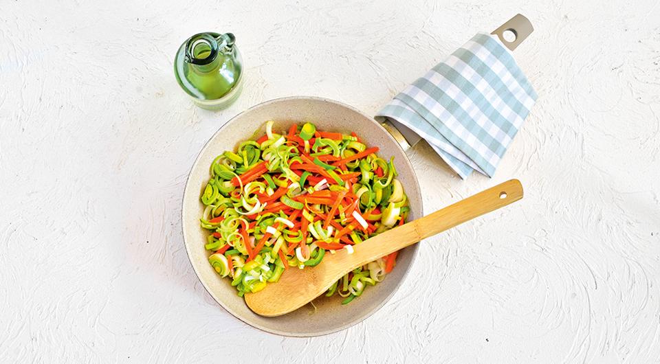 Фото приготовления рецепта: Ньокки творожные с соусом из тушеной телятины, шаг №2