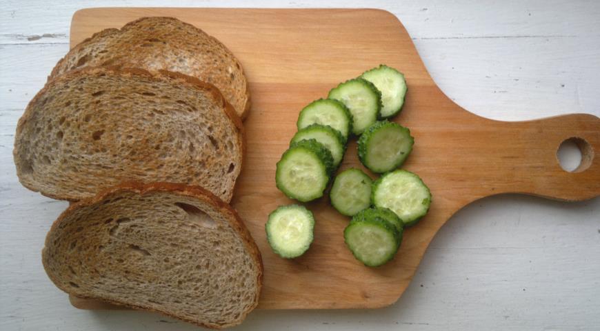 Тосты с авокадо и огурцом, пошаговый рецепт с фото
