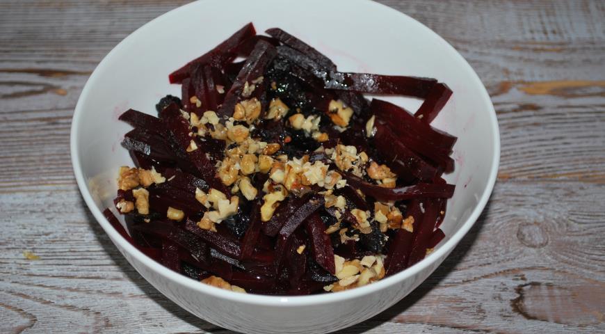Салат с черносливом и грецкими орехами, пошаговый рецепт с фото