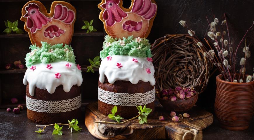Шоколадный кулич с декором пряником курочкой и мхом, пошаговый рецепт с фото