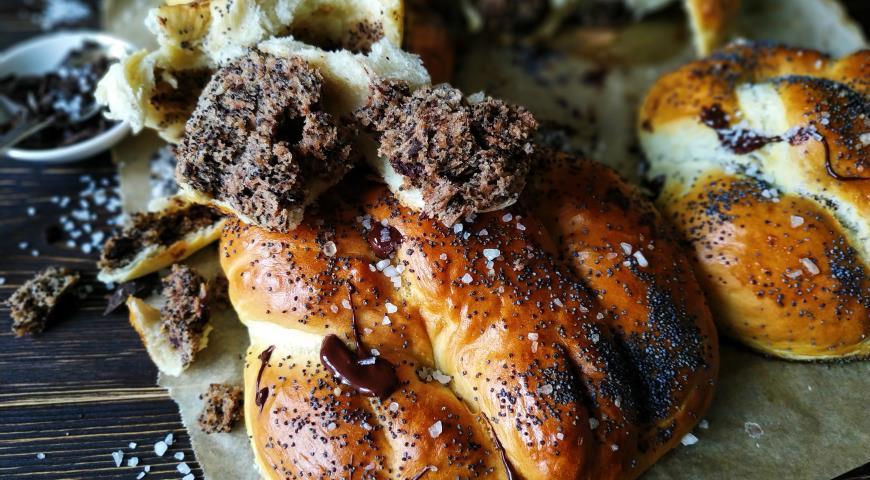 Мягкие брецели, фаршированные шоколадно-маковым тестом, пошаговый рецепт с фото