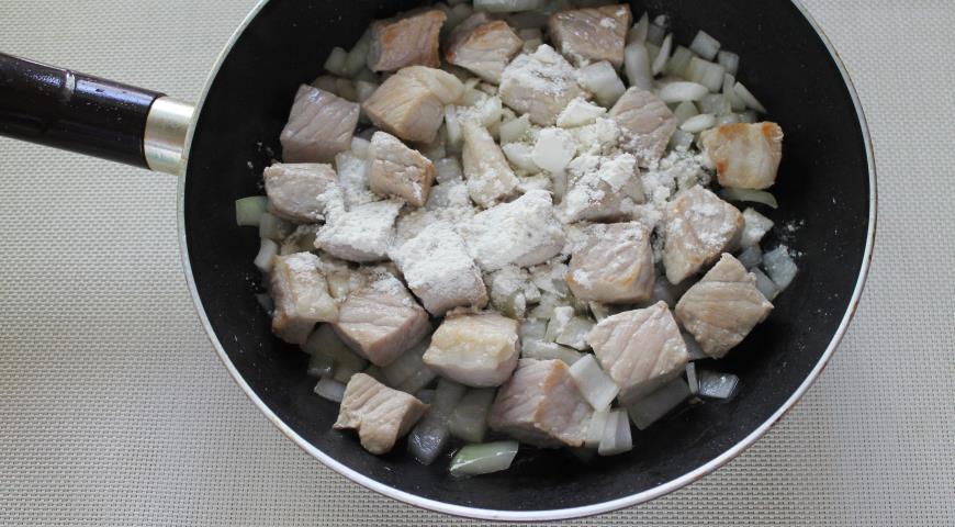 Свинина в сметанном соусе, пошаговый рецепт с фото