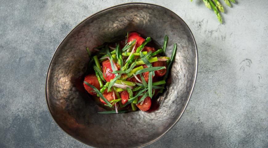 Салат «Бахар» со спаржей и бакинскими томатами, пошаговый рецепт с фото
