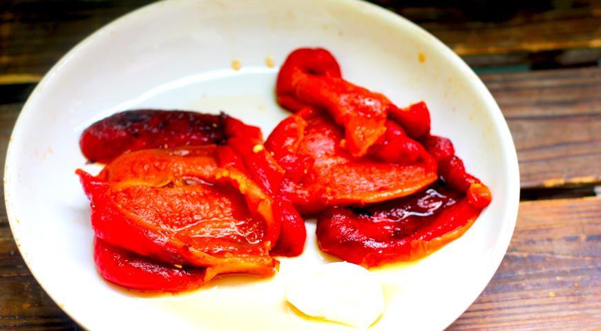 Запеченные перцы с чесноком и брынзой, пошаговый рецепт с фото