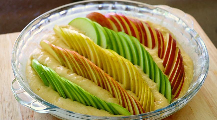 Яблочный пирог на кефире, который тает во рту, пошаговый рецепт с фото