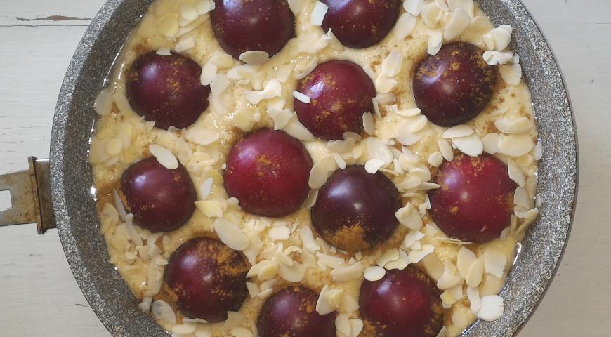 Творожный пирог со сливами и миндалём, пошаговый рецепт с фото