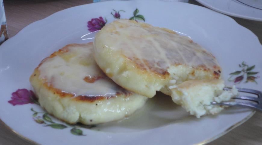 Творожники с ванильно-сливочным соусом, пошаговый рецепт с фото