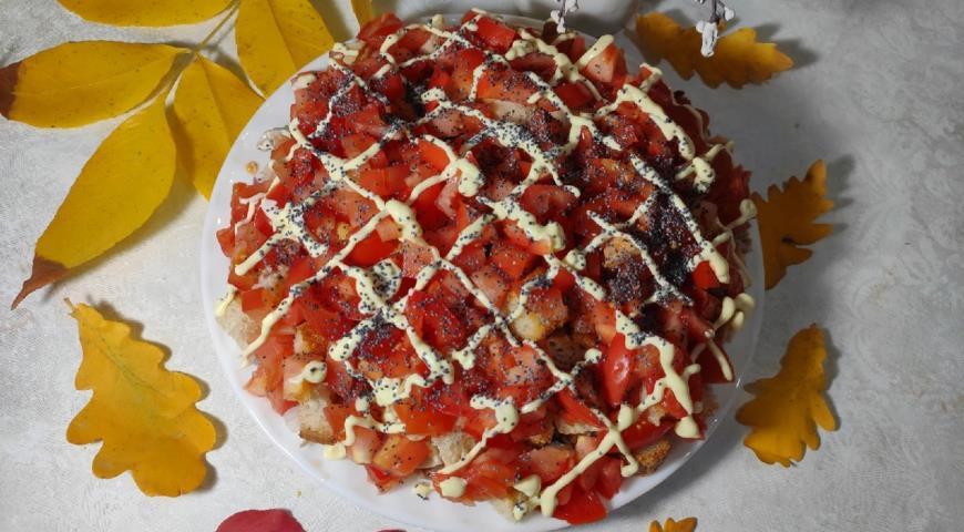 Осенний салат с помидорами, с мясом кролика  и домашними сухариками, пошаговый рецепт с фото