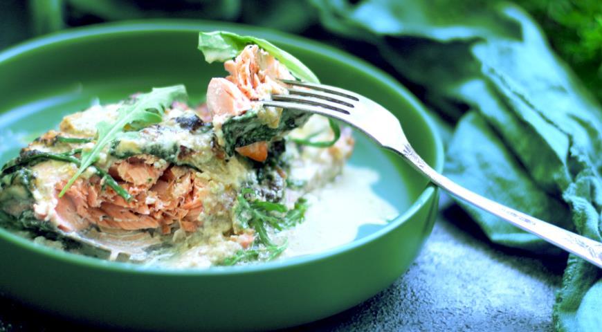 Лосось со шпинатом в соусе из сливок и камамбера, пошаговый рецепт с фото